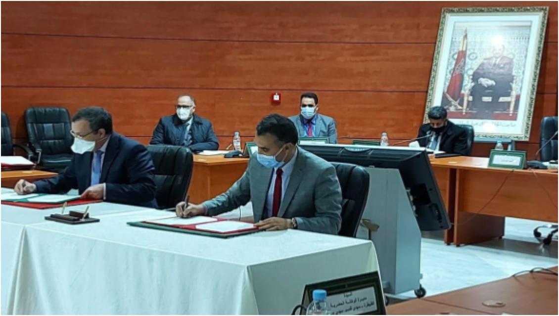 Signature d'une convention de partenariat cadre entre le Directeur de l'Office du Développement de la Coopération et le Gouverneur de la Province de Sidi Kacem.